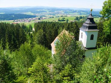 Oberhalb der Kapelle ist ein sehr schöner Aussichtspunkt