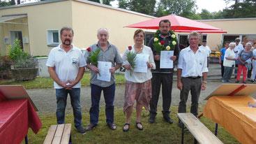 v. li. n. re.  2. Vorsitzender Norbert Oelschläger, Reinhardt Schmidt, Doris u. Ralf Effinghausen u. 1. Vorsitzender Manfred Macher
