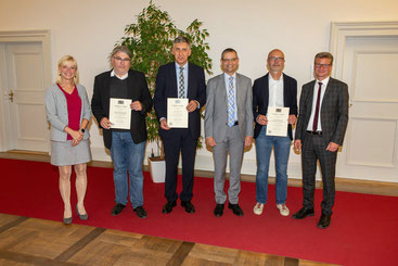 Die Verteter der neuen oberfränkischen Inklusionsschulen mit Kultusminister Sibler und Staatssekretärin Trautner.