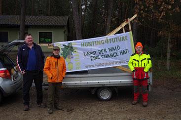(von links) Jagdvorsteher Bernhard Popp, Jagdpächter Dr. Wolfgang Kornder und der ehemalige Jagdpächter Hans Webersberger