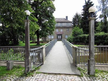Auch die Brücke vor dem Kino wurde von die Uhlig's gebaut