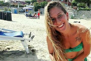 La volontaria ventitreenne Silvia Romano, fotografata sulla spiaggia di Likoni, rapita due mesi fa nel villaggio di Chakama