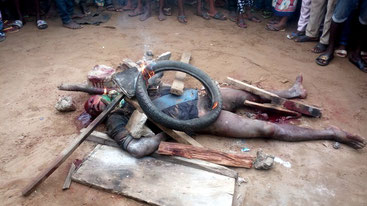 Uno stupratore Badoo bruciato vivo a Ikorodu, una città lungo la laguna di Lagos, per aver violentato una bambina di 8 anni