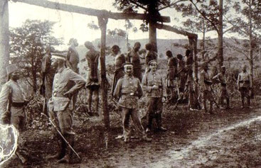 Impiccagioni del popolo Herero (gruppo etnico Bantu) da parte dei tedeschi. 1907 Namibia-Est Africa