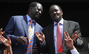 Raila Odinga (a destra) e Kalonzo Musioika