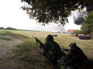 I soldati kenioti prendono posizione dopo l'attacco di al-Shabaab alla base militare KDF-USA sull'isola di Manda (Lamu)