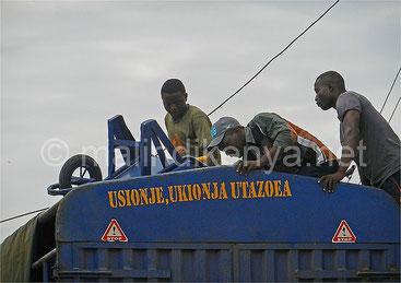 Cosa dicono le scritte sui camion del kenya