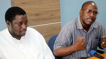 Il vice portavoce del Consiglio Repubblicano di Mombasa Richard Lewa (a destra) e il funzionario Malembi Mwatsahu.