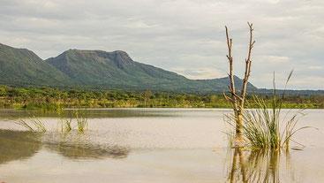 Lago Solai con la scarpata Subukia sullo sfondo