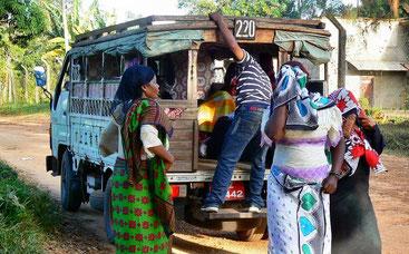 """Un """"Dala-dala"""", il trasporto pubblico low-cost nell'isola di Zanzibar."""