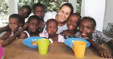 Silvia Costanza Romano. la giovane volontaria rapita in Kenya e liberata dopo oltre un anno e mezzo di prigionia.