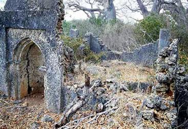 Mwana Mchama. Moschea e Tomba