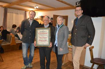 v. l. Obmann Michael Zopf, Ehrenmitglied Helmut Auerbach, Bgmin. Nicole Eder Obmann-Stv. Albert Steinegger