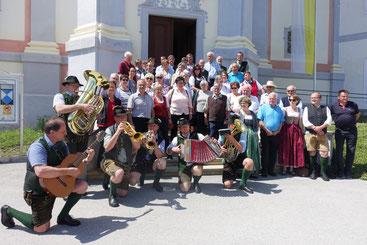 Die Teilnehmer am Ausflug samt Musik am Mariahilfberg