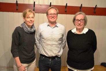 Bild: Der neue erste Vorsitzende Carsten Dolzer mit seiner Vorgängerin Erika Held (rechts) und der neuen Schriftführerin Stefanie Bauer