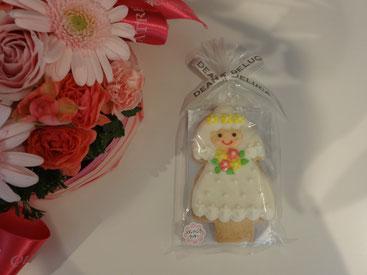 姪が忘れていった、花嫁クッキー♪もらっちゃおう。