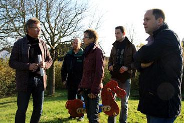 Bernd Grießbach vom Jugendamt, Jörg Baur vom Amt für Stadtgrün, Fr. Bieger aus Ückesdorf, Christian Lüdtke, Mitarbeiter von Landtagsabgeordneten Joachim Stamp (FDP) (v. li. nach re.)