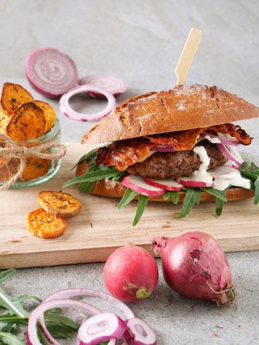 Farmers Burger mit Süßkartoffelchips