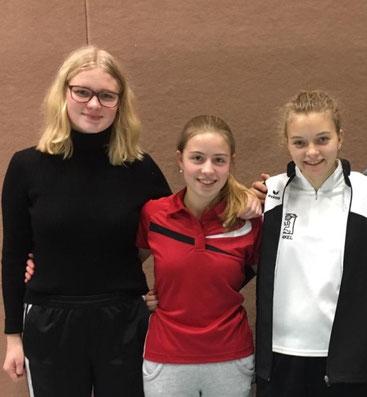 Die Unkeler Juniorinnen Nina Kamphowe, Charlotte Bauch und Nadine Wolf