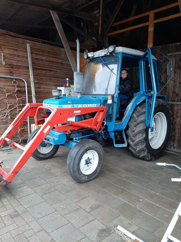 Anne op de nieuwe tractor