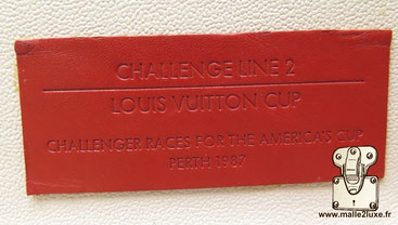 Valise rouge Louis Vuitton challenger races for the America's cup