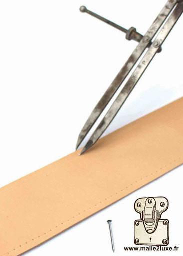 lozine de malle cloué avec des pointes en laiton