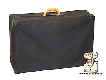 """Dust cover protection for Louis Vuitton suitcase. In black canvas, zip closure. Also available for the handle is the """"handle cover""""."""