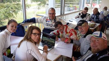 La fine équipe en pleine révision ...studieuse des notes