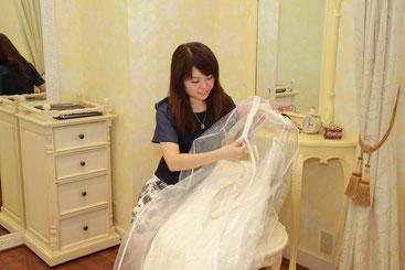 ウェディングドレスは当日ご持参か事前配送でご来店ください。