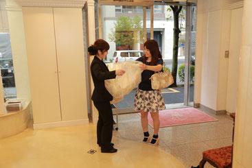 JR関内駅から徒歩5分。ドレスお直し本舗横浜店です。
