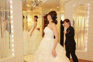 ご来店いただき仕上がったドレスを合わせていただきます。