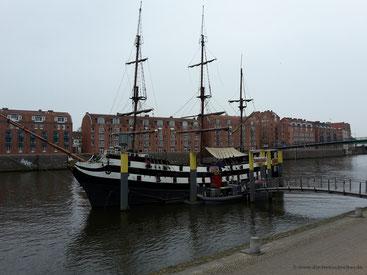 Pannekoekschip Admiral Nelson an der Schlachte in Bremen