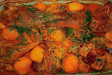 Huhn mit Madrascurry, Kartoffeln und roter Zwiebel