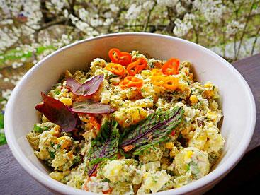 Kartoffelsalat mit Wildkräutern und selbstgemachter  veganer Majo