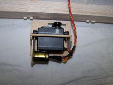 Servo mit 5600 µF goldcup Kondensator