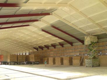 Neubauten und bestehende Lagerhallen werden dauerhaft mit gesprühten PUR isoliert