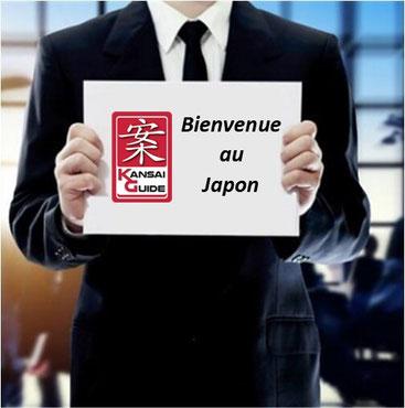 Guide francophone accueillant des clients à l'aéroport au Japon