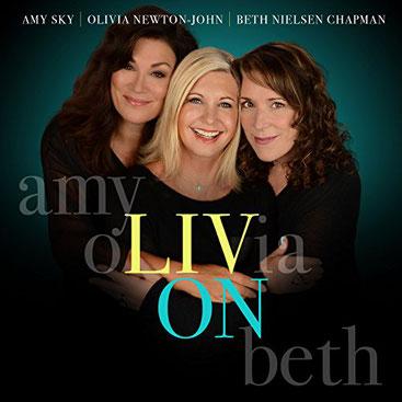 """L'Amy, l'Olivia i la Beth al disc """"Liv On"""""""
