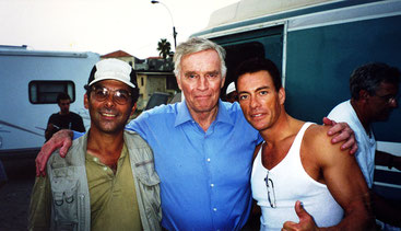 Sheldon Lettich mit JCVD und Charlton Heston ©Sheldon Lettich