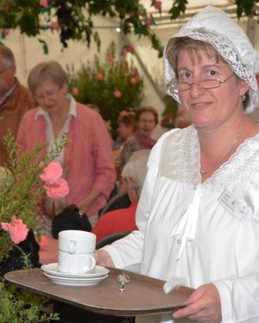 In Märchenkostüme geschlüpft waren auch die Mitarbeiterinnen.