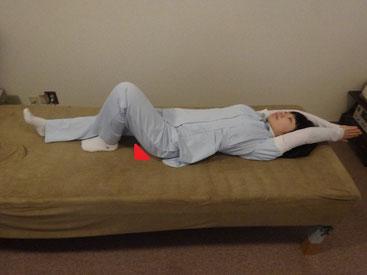 骨盤調整ストレッチ  片足膝立て