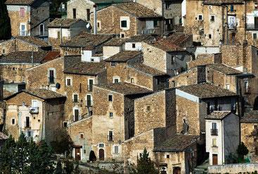 L'abitato di Calascio. Abruzzo aquilano