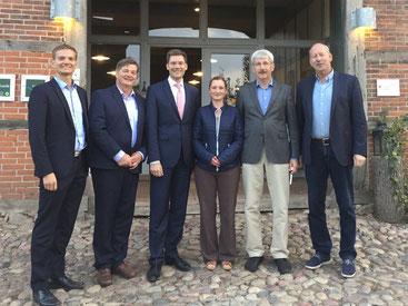 (v. l. n. r.): Sören Pinnekamp (stellvertretender CDU-Kreisvorsitzender), Eckhard Pols MdB, Christian Hirte MdB, Wenke Daetz (stellvertretende CDU-Kreisvorsitzende), den Gemeinde- und Ortsverbandsvorsitzenden Heinrich Hauel sowie Wilhelm Kastens (stlv.)