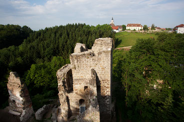 Ruine mit Blick Richtung Ort