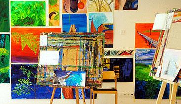 Ergebnisse eines Mal-Workshops im Atelier.