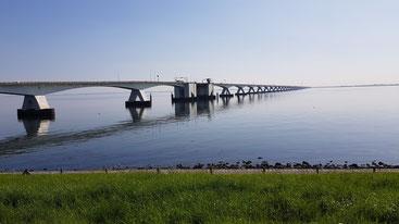 Zeeland- Brücke mit über 5 km längste Brücke der Niederlande