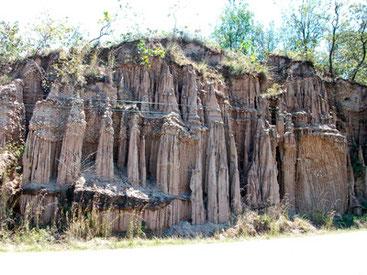 Curiosas formaciones causadas por la erosión, Santa Bárbara.