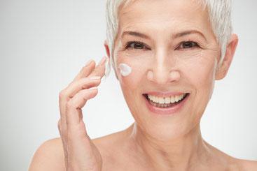 Mit Argireline eincremen verbessert das Hautbild