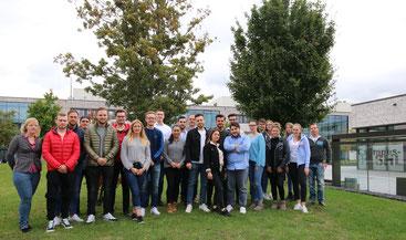 Studierende auf dem Campus der Hochschule Hamm-Lippstadt