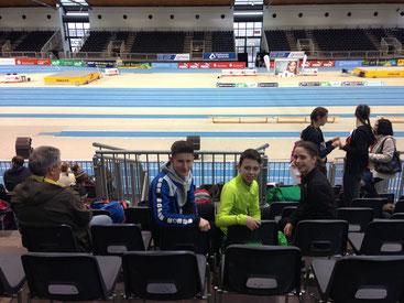 ...noch entspannt  ;-)...unsere drei Athleten  beim Abendmeeting in der DM Arena :-)